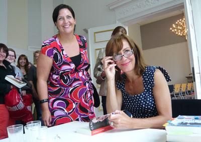 carla de jong signeert haar boek